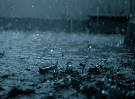 منافع في رؤيا المطر والمسجد