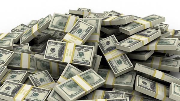 بالصور.. الدولار يهبط لأقل من 16 جنيهًا
