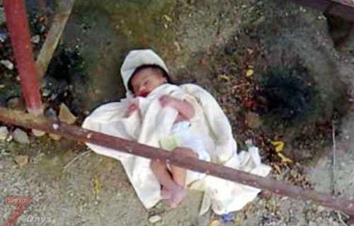 العثور على طفلة رضيعة في القمامة في الشرقية