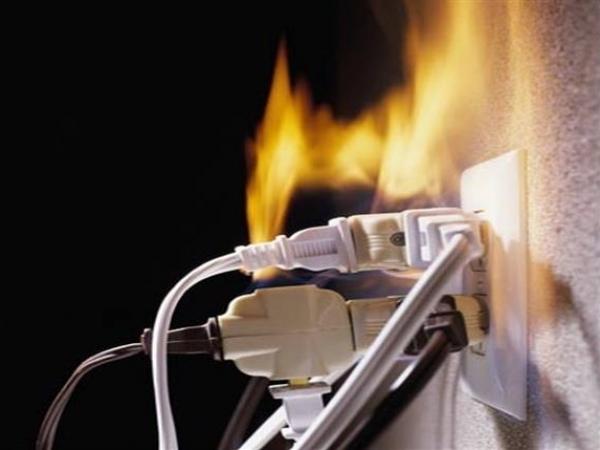 ماس كهربائي ينهى حياة فلاح بأبنوب