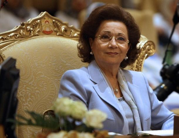كواليس مكالمة سوزان مبارك بـ «أبو المجد»