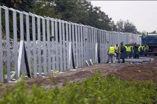 تشييد جدار في فرنسا لمنع الهجرة إلى بريطانيا