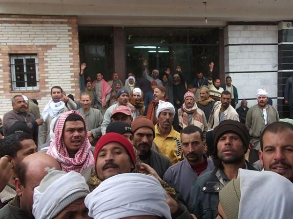 اضراب عمال النظافة بالمنيا بسبب تخفيض رواتبهم