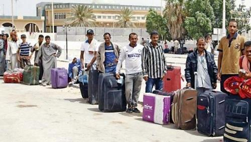 زيادة الرسوم على المصريين العاملين بالخارج