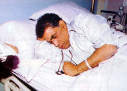 طبيب الفنان أحمد زكي يفجر مفاجأة حدثت قبل وفاته