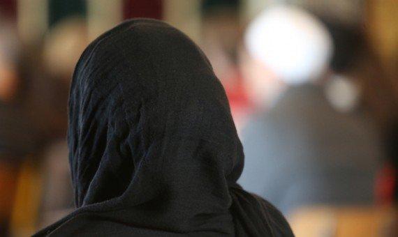 الحجاب يدفع مسلمة أمريكية لمقاضاة الشرطة