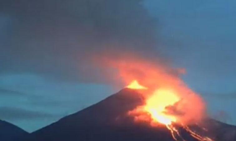 لقطات مذهلة لثوران بركان كوليما المكسيكي