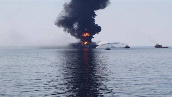 إنقاذ 13 بحارًا بعد اشتعال النيران فى مركب بالبحر الأحمر