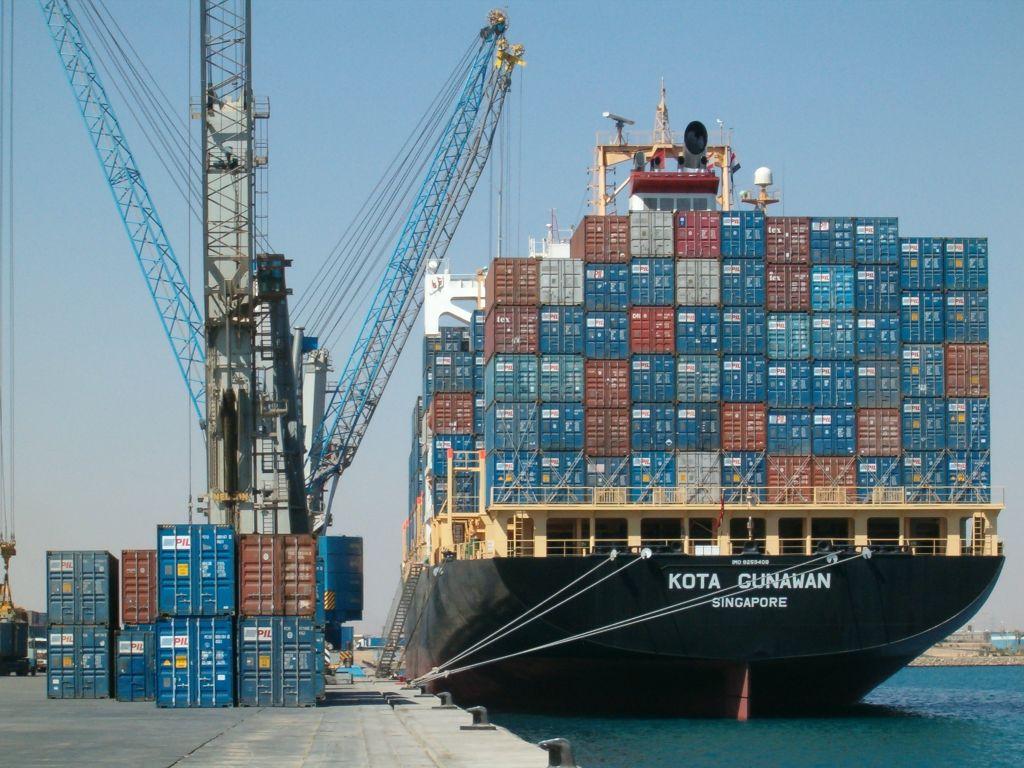 انتظام حركة السفن بعد فتح ميناء الإسكندرية