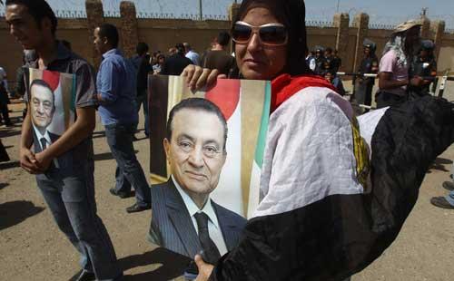 شاهد كيف أحيا أنصار مبارك ذكرى عيد القوات الجوية