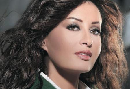 """هجوم تونسي على لطيفة بسبب """"تحيا مصر"""""""