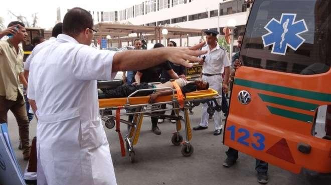 نقل المصابين فى حادث كمين الجيش بالقنطرة لمستشفى الصالحية