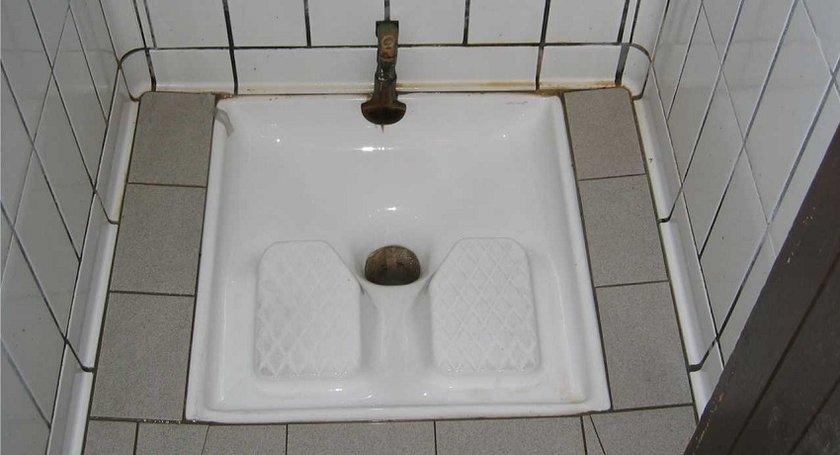 """{للمهاريش فقط}.. """"أروع الأفكار تأتيك في المرحاض البلدي !!"""""""