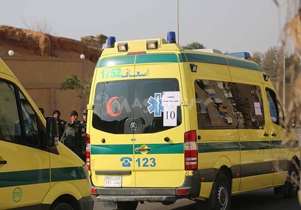 مصرع عامل وإصابة 27 في انقلاب أتوبيس بالعاشر