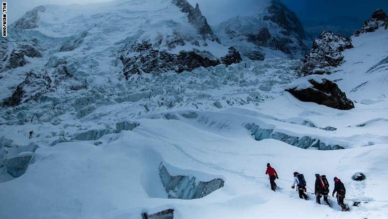 شاهد.. انسجام جبال الألب الفرنسية مع الجليد
