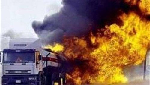 حريق هائل فى سيارة نقل أمام محطة وقود ببئر العبد