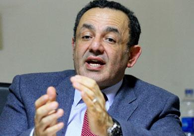 """عمرو الشوبكي: قانون الدعاية الانتخابية """"ديكور"""""""