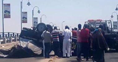 إصابة شخصين في انقلاب سيارة ربع نقل بسفاجا
