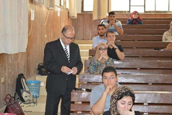 رئيس مجلس الادارة يتابع سير الامتحانات