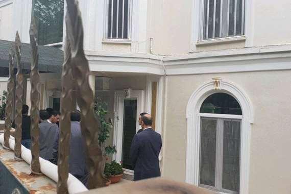 لحظة دخول فريق التحقيق التركي مقر إقامة القنصل السعودي