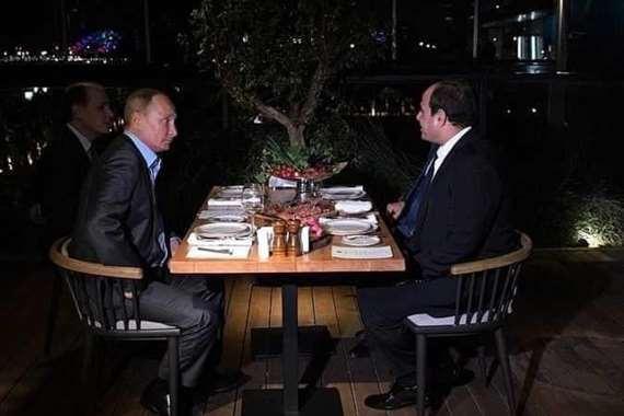 """السيسي : أشعر بسعادة بالغة بلقاء صديقي """"بوتين"""""""