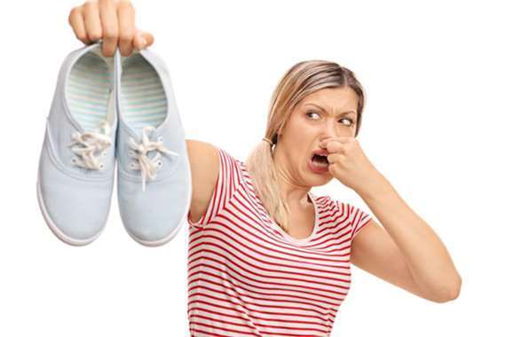 رائحة الحذاء الكريهة