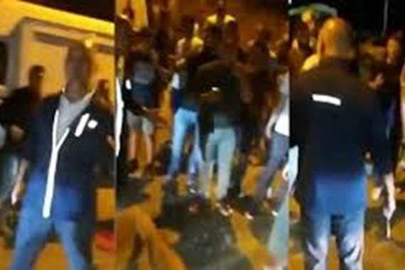 مرافق باسيل يرفع سلاحه ضد المتظاهرين