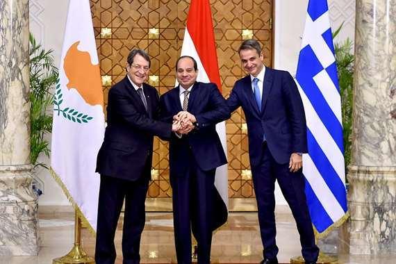 الرئيس السيسي ونظيريه القبرصي واليوناني