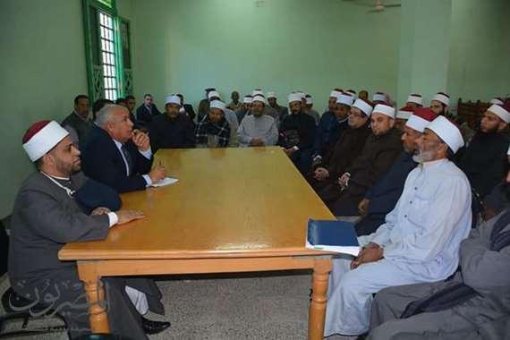 محافظ الوادي يلتقى بالأئمة المتقدمين