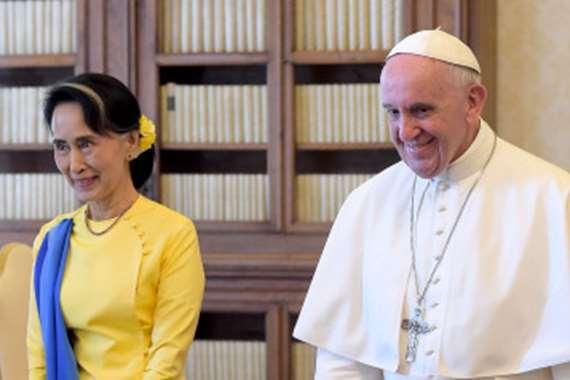 بابا الفاتيكان و زعيمة ميانمار