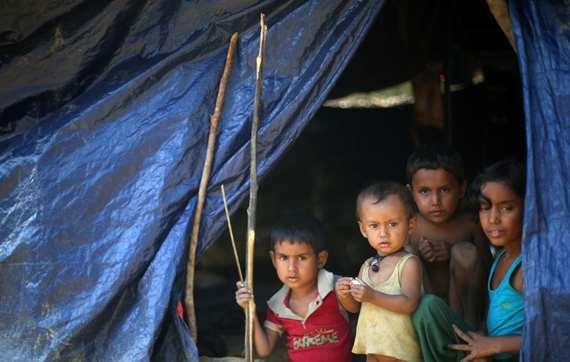 بالصور.. أطفال  الروهينجا   تقهر أسلحه حكومة ميانمار بالضحكة
