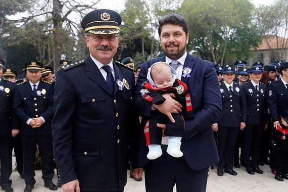 تركيا تكرم شرطي حرر مخالفة لابنة مدير أمن