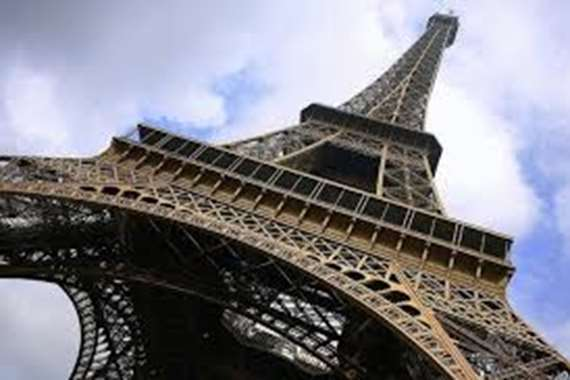 بيع جزء من درج برج إيفل مقابل 169 ألف يورو