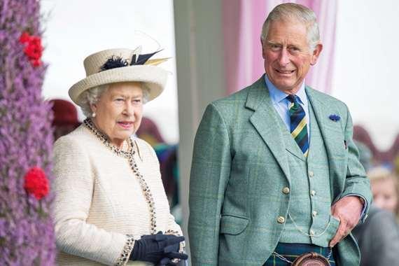 الملكة إليزابيث والأمير تشارلز