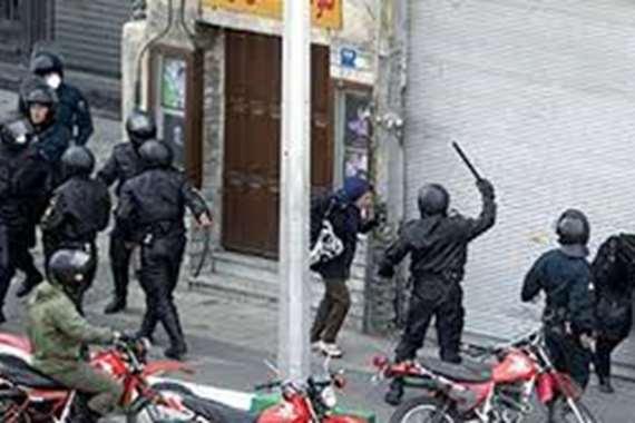 قمع المتظاهرين بإيران