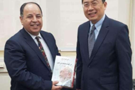 وزيرالمالية والسفير السنغافوري