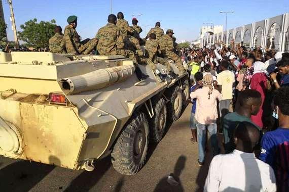 انقلاب داخل المخابرات السودانية والفوضى تعم الشوارع