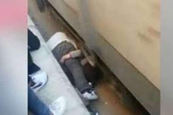 مفاجأة.. غرامة 50 جنيها لمنقذ ابنته من تحت عجلات القطار
