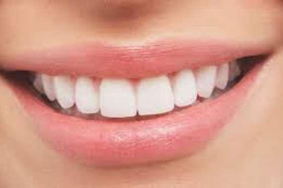 العادات الشائعة الأكثر خطرًا على الأسنان