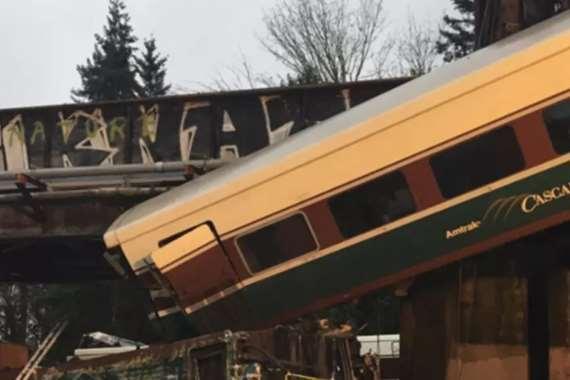سقوط عربة قطار بأمريكا