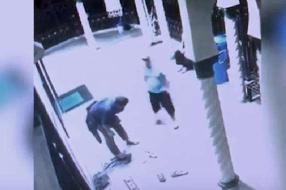 ضرب مسلم داخل المسجد