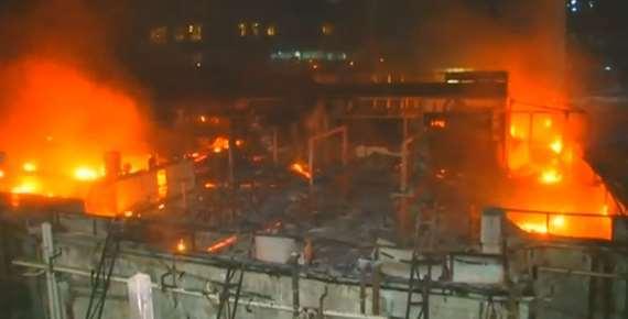 بالصور.. ضحايا وخراب خلفها حريق هائل بمجمع صناعي بالهند