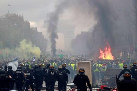اشتباكات بين الشرطة والمحتجين