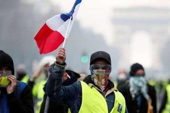 """بـ """"السترات الزرقاء"""".. مظاهرات جديدة في فرنسا"""