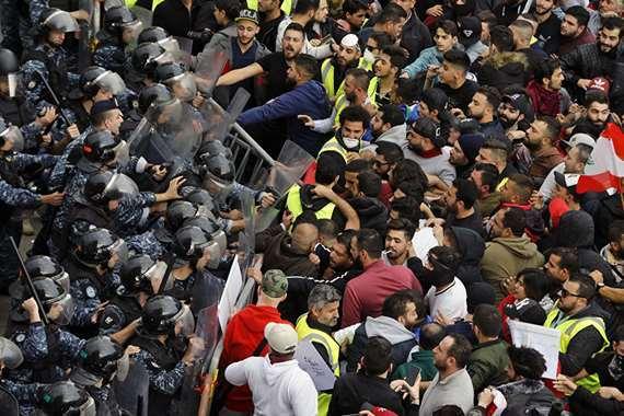 «السترات الصفراء» تصل لبنان.. والجيش يتدخل