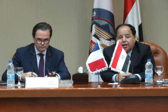 وزير المالية والسفير الفرنسي