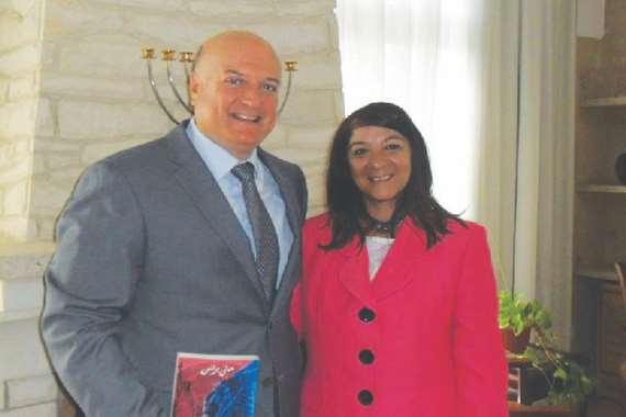 مني برنس برفقة السفير الإسرائيلي