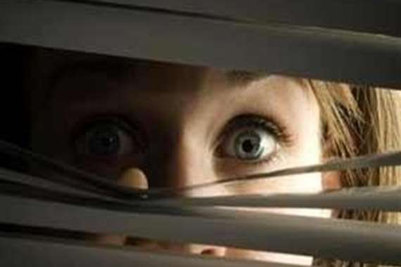 تقمصت شخصية أمريكى لمراقبة زوجة أخى!!!