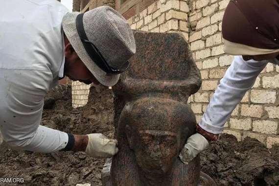 """تمثال نادر لـ"""" الكا"""" في ميت رهينة"""