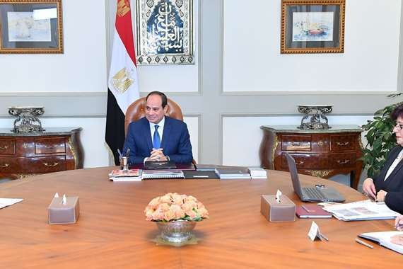 السيسي يجتمع بوزيرة الثقافة ورئيس الوزراء